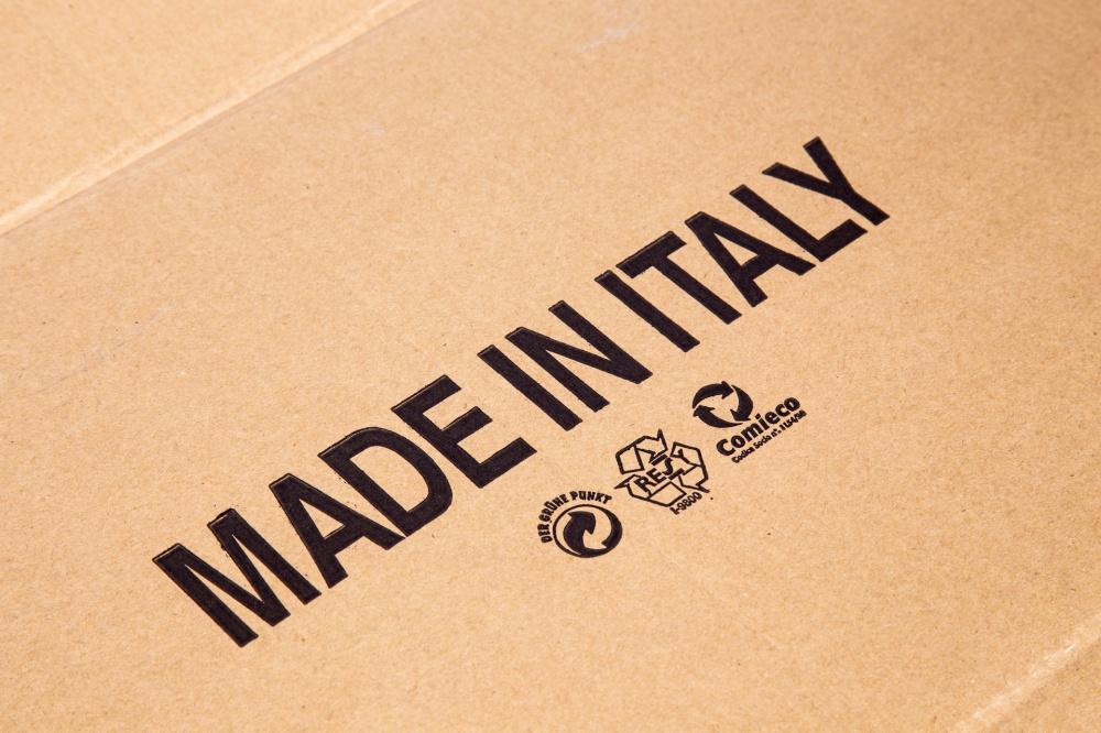 Ogni fogli di cartone presente nei nostri magazzini e' prodotto in Italia